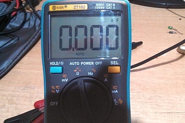 Единицы измерения в правом верхнем углу однозначности говорят, что это режим проверки ёмкости конденсатора.