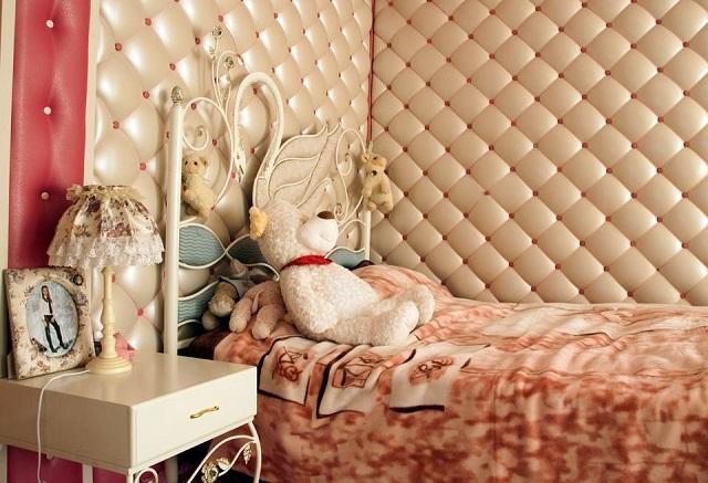 Особенно хорошо подходит каретная стяжка для облицовки стен в спальне, где важно для полноценного отдыха создать атмосферу покоя.