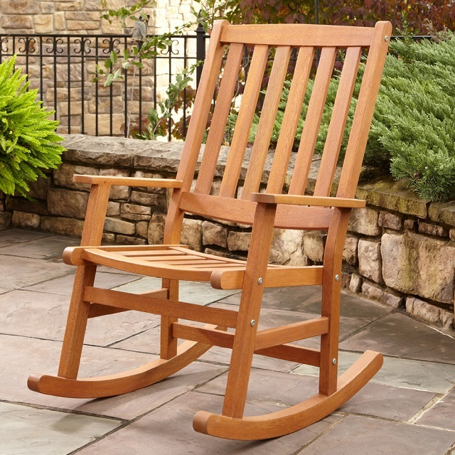 Например, такая или подобная ей модель стула отлично подойдет для переделки ее в кресло-качалку.