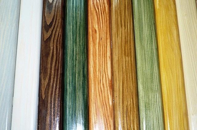 Морилка способна придавать древесине различные оттенки, кардинально изменяя внешний вид изделий