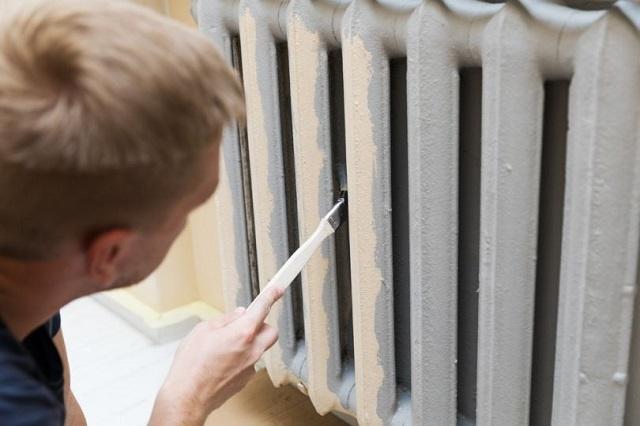 Окрашивание необходимо начинать с внутренних поверхностей радиаторов