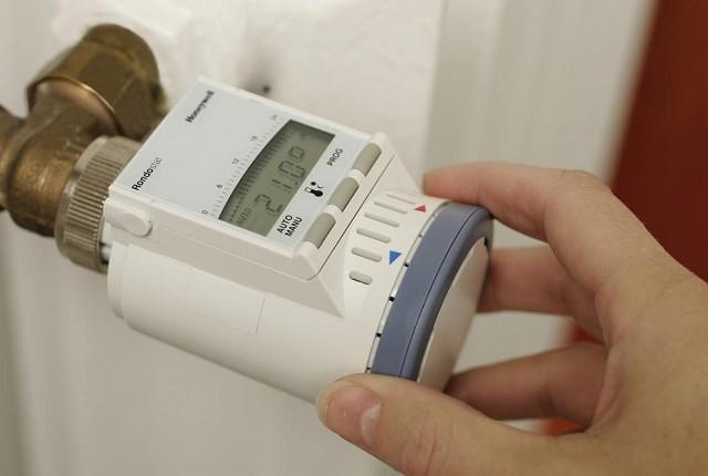 Термостатический регулятор на радиаторе отопления – в помещении поддерживается заданная температура