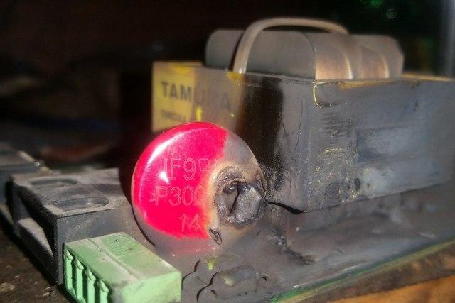 А в этом случае, по всей видимости, пробой конденсатора сопровождался еще и не слабой электрической дугой.