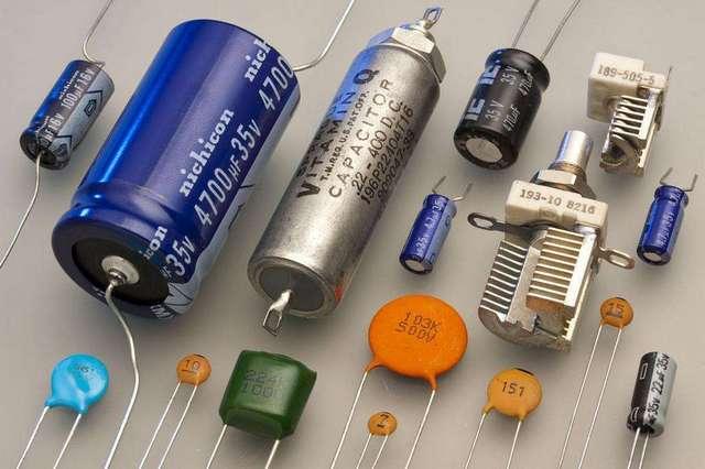 Многообразие конденсаторов и по эксплуатационным параметрам, и по размерам –очень широко