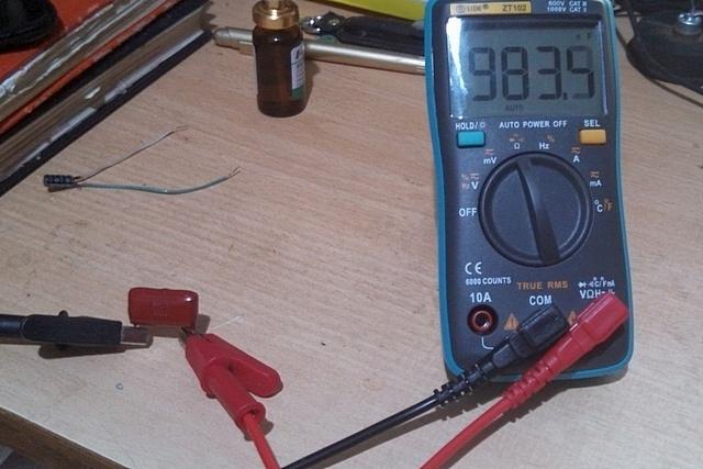 Проверка емкости конденсатора номиналом в 1 μF