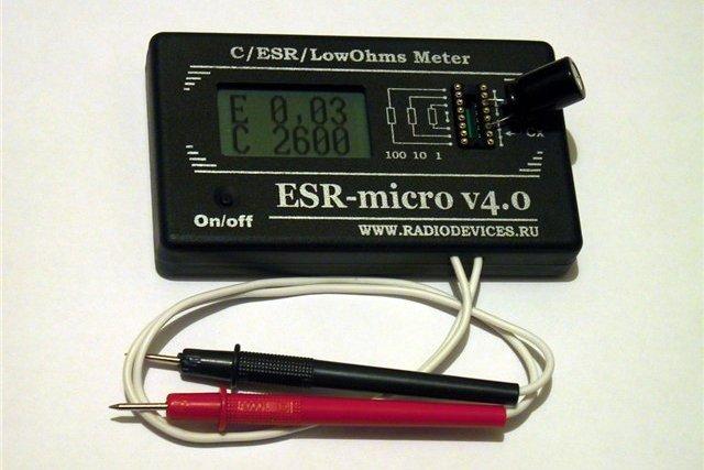 Специальный прибор для диагностики конденсаторов, позволяющий оценить и их емкость, и показатель эквивалентного последовательного сопротивления (ESR)