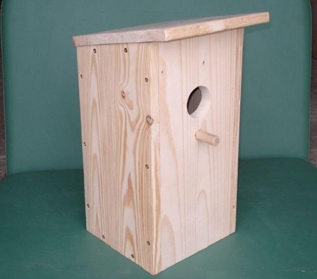 Несложная конструкция домика для птиц.