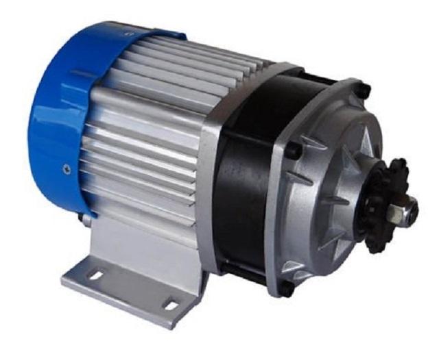 Если для дровокола использовать двигатель со встроенным редуктором, то можно максимально упростить конструкцию станка, сохранив его высокую производительность.