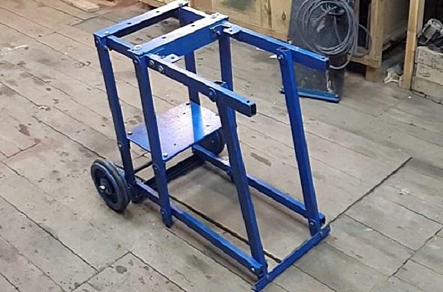 Рама под конструкцию дровокола - в данном примере предусмотрено крепление деталей резьбовыми соединениями