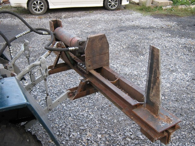 Одна из моделей гидравлического дровокола