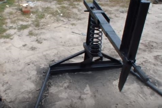 Вот такой механический рычажный дровокол должен получиться в итоге.