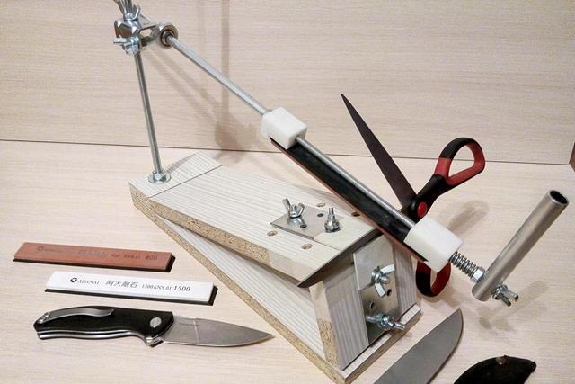 Есть мастера, отдающие предпочтение вертикальному расположению рабочей рукоятки.