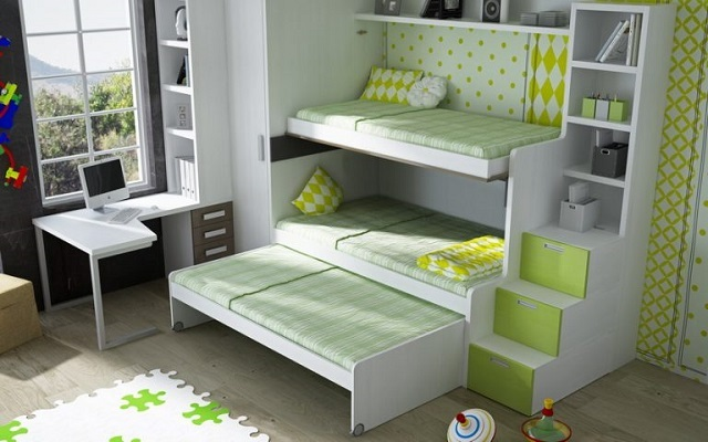 Вариант, во многом схожий с предыдущим, но позволяющий организовывать целых три спальных места.