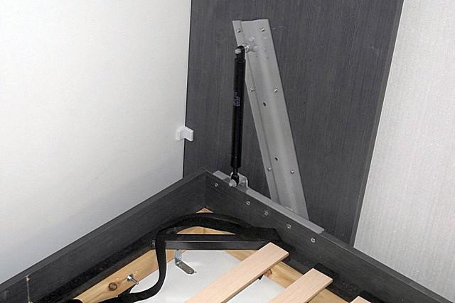 Обычно с каждой стороны поднимаемого матраца кровати-трансформера устанавливается по одному газлифту – так получается наиболее равномерное распределение усилий.