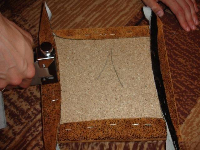 Закрепление ткани скобами с помощью степлера