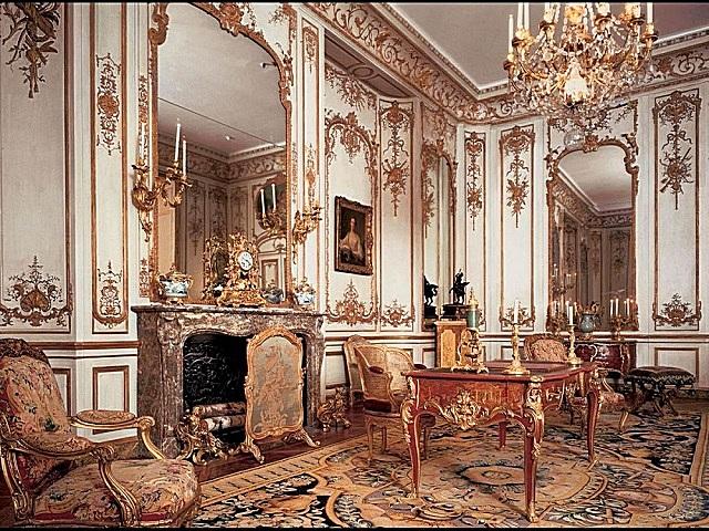 Интерьер, оформленный в стиле «рококо».