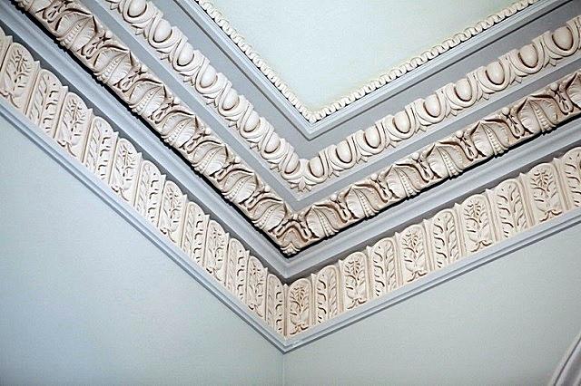 Элементы потолочной лепнины в стиле «классицизм».