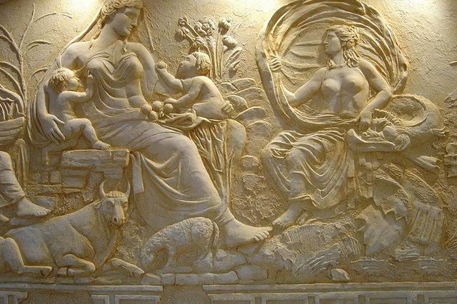 Лепнина – неотъемлемая часть античного архитектурного искусства