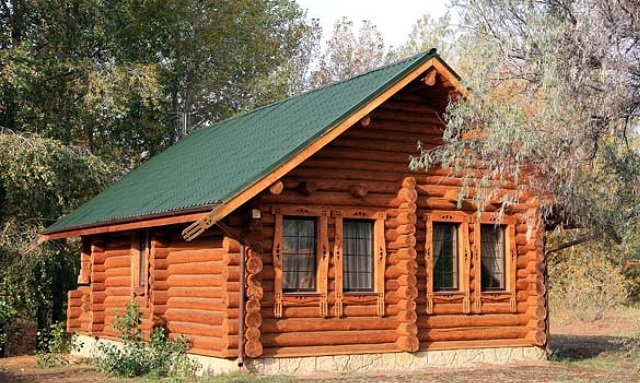 Деревянный сруб русского дома.