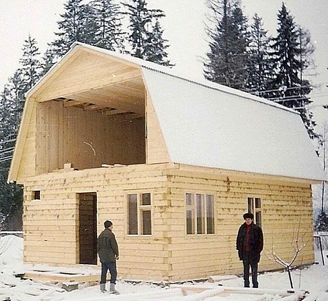 Возведение одноэтажного дома из бруса с жилой мансардой.