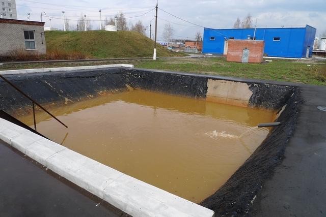 Резервуары, подобные показанному на иллюстрации, применяются для первичного отстаивания воды для ее дальнейшей многоступенчатой очистки.