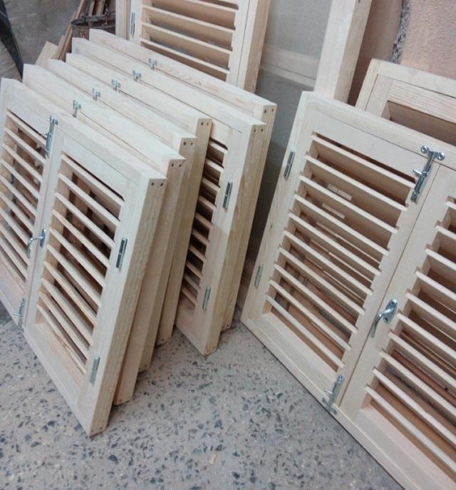Решетчатые ставни по принципу жалюзи. Их конструкция идеально подходит для использования в качестве дверей сантехнического шкафа.