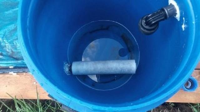 В данном случае, на выходное отверстие закреплен фильтр из лутрасила.