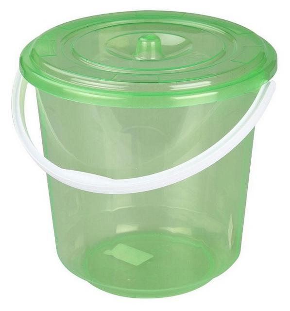Ведро для чистой воды. Лучше если емкость будет прозрачной или белой — так станет лучше видно, насколько хорошо очищена вода.