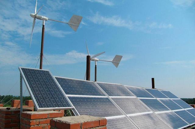 Так как и ветровые, и солнечные источники энергии, для того чтобы стать полноценной электростанцией, требуют примерно одинаковой аппаратной оснащенности, их обычно объединяют в одну систему с общим управлением