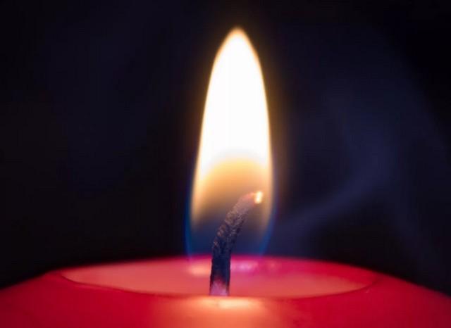 Пламя свечи может подсказать об избыточной влажности воздуха.