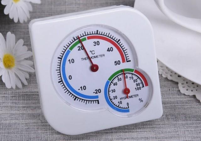 На шкалах многих приборов для удобства сразу выделены оптимальные диапазоны и температуры, и влажности.