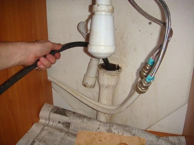Механическая прочистка канализации своими силами.