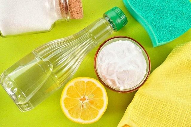 Народные средства для очистки ванн из акрила порой особо не и проигрывают по качеству уборки патентованным