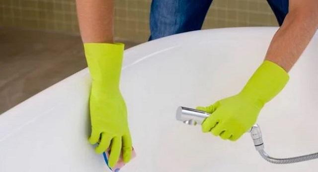 Очистка ванны содой.