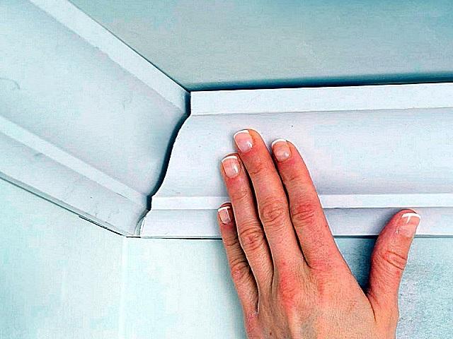 Как сделать угол потолочного плинтуса: делаем правильно используя стусло и без него