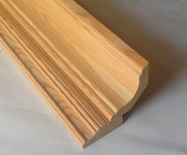 Деревянный потолочный плинтус, изготовленный по технологии фрезерования