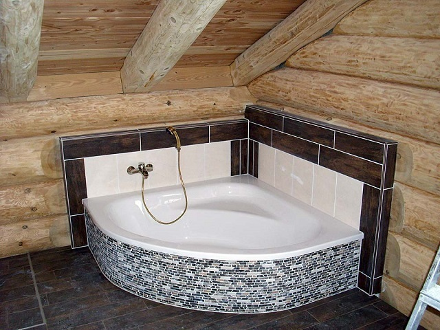 Напольная керамическая плитка – оптимальный вариант для ванной в любом доме