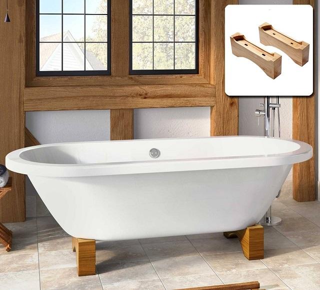 Ванна на деревянных подставках.