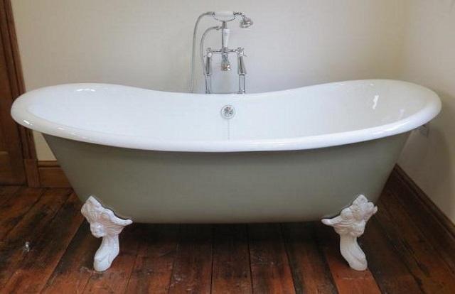 Чугунная ванна на литых ножках – весит такая очень даже немало