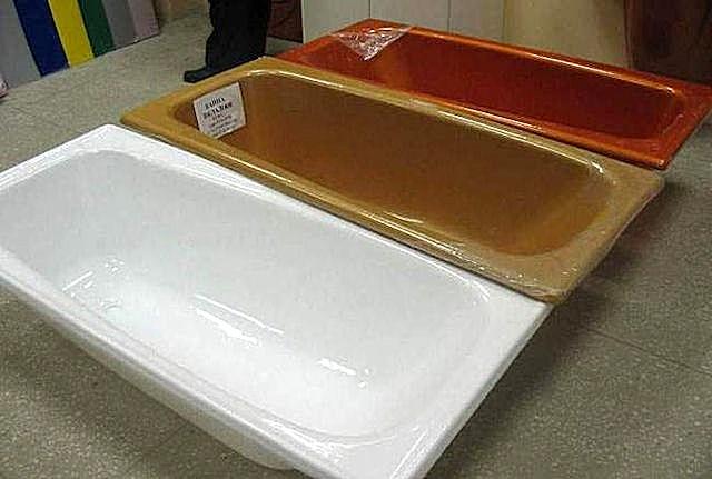 Акриловые вкладыши в металлическую ванну изготавливаются в различном цветовом оформлении.