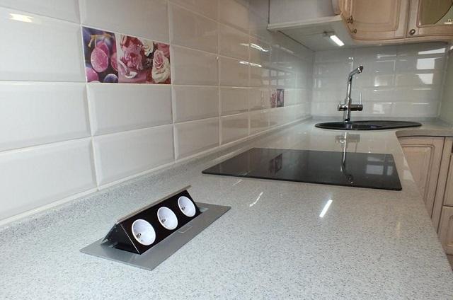 Средний уровень размещения бытовой техники на кухни.