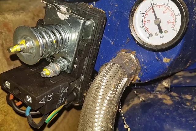 Для регулировки насосной станции необходимо определиться с тремя определяющими значениями давления.