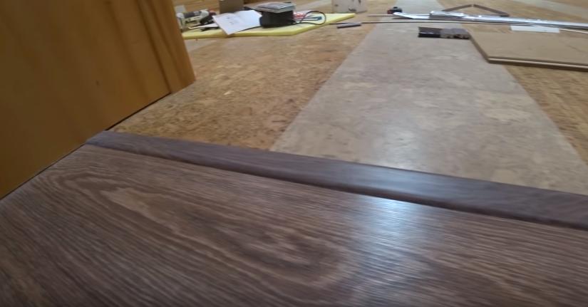 Оформление стыка плитки и ламината