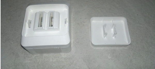 Под основной клавишей, которая находится на корпусе, располагается еще одна деталь – панель из пластика – ее тоже следует достать