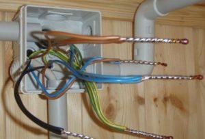 Шаг 5 – соединение проводов в коробке