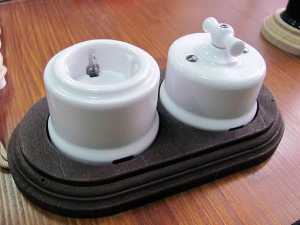 Розетка и выключатель из керамики