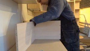 Шаг 2 – начало сборки шкафа