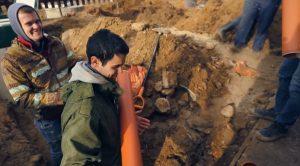Шаг 6 – проведение канализационных труб
