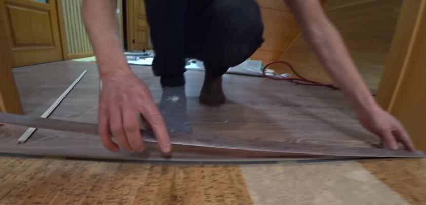 Профиль укладывается для примерки длины закладной