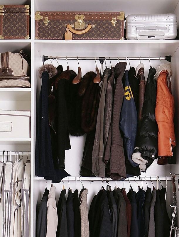 Верхняя одежда должна храниться в отдельном отсеке